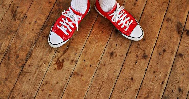 Lepení dřevěných podlah: Rady pěkně od podlahy